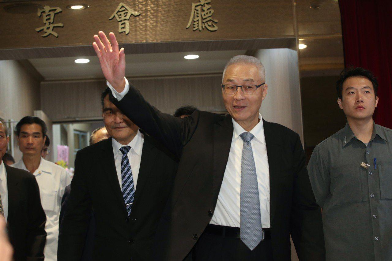 國民黨黨主席吳敦義(圖)昨天參加黃埔建軍95周年慶祝大會,提到初選規則他說黨只是...