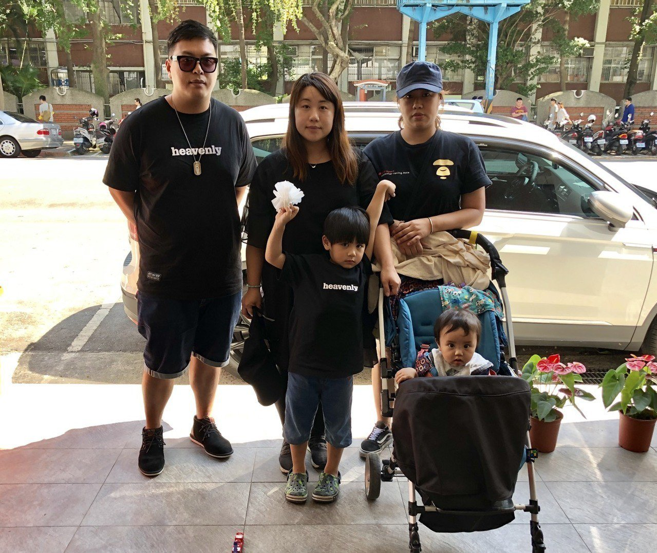 3年前從香港移民台灣的劉先生一家人,昨天從台中北上參加「反送中,撐香港」活動。記...