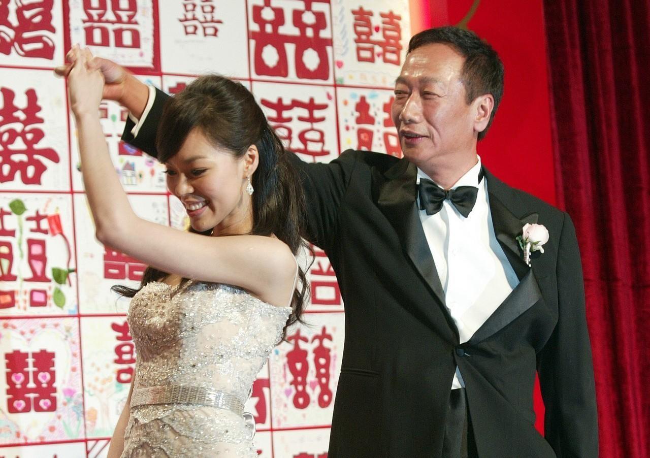 鴻海董事長郭台銘(右)與妻子曾馨瑩(左)。 圖/聯合報系資料照片