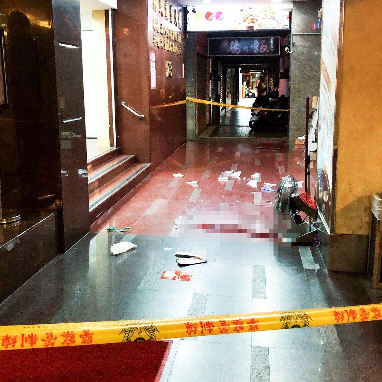台北市重慶北路一家三溫暖店昨晚發生槍案,負責泊車黃姓男子頭部中兩槍。記者蔡翼謙/...