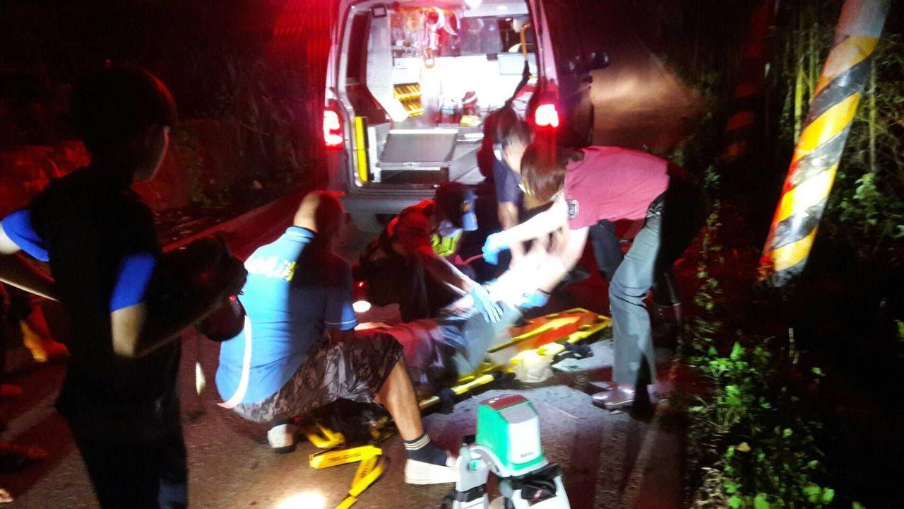 1輛機車昨晚衝出泰安鄉苗62線邊坡,造成黃姓堂姊妹1死1傷。記者范榮達/翻攝