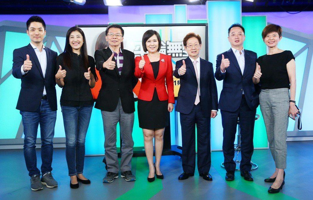 中天政論節目主持人平秀琳(中)跳槽至東森新聞台,主持新節目《平論無雙》,包括立委