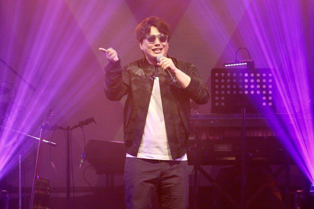 蕭煌奇去年再以「人生我敬你一杯」抱走第4座台語歌王獎座,也是首位4度獲獎的歌手。...