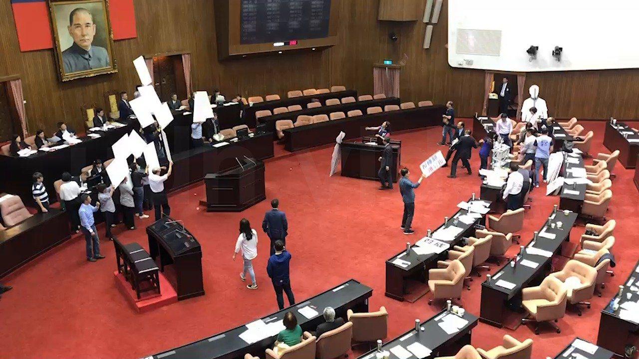立法院臨時會今天處理「公投法」修法。 記者丘采薇/攝影