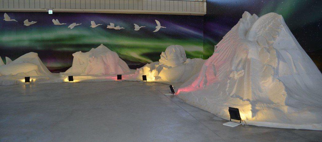 「濱鹽歷險記」展館的鹽雕作品。  陳慧明 攝影