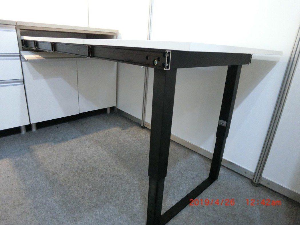 隱藏式櫥櫃五金A1-540(展開) 中遠國際/提供