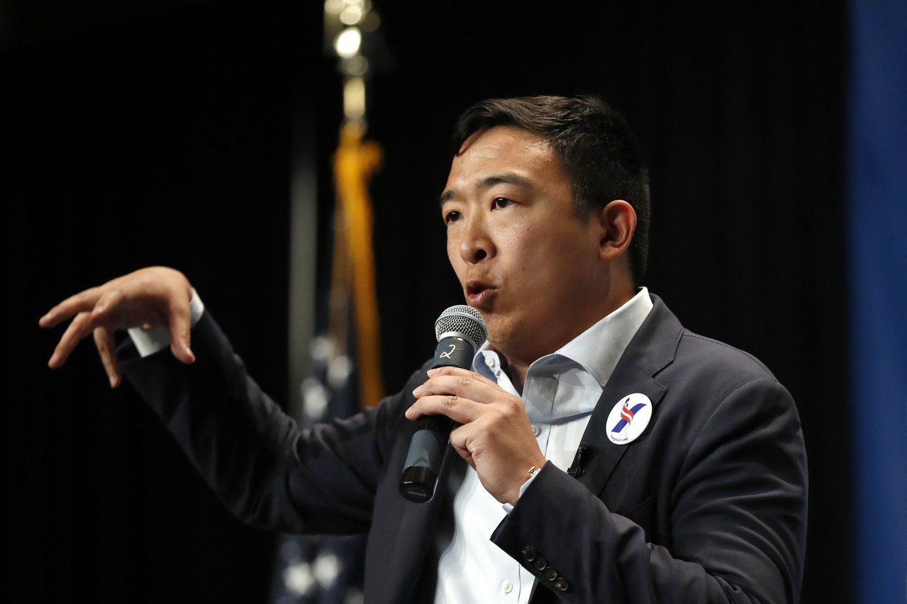 楊安澤期待總統初選辯論,指站在白登旁邊可提高選民認知度。 美聯社