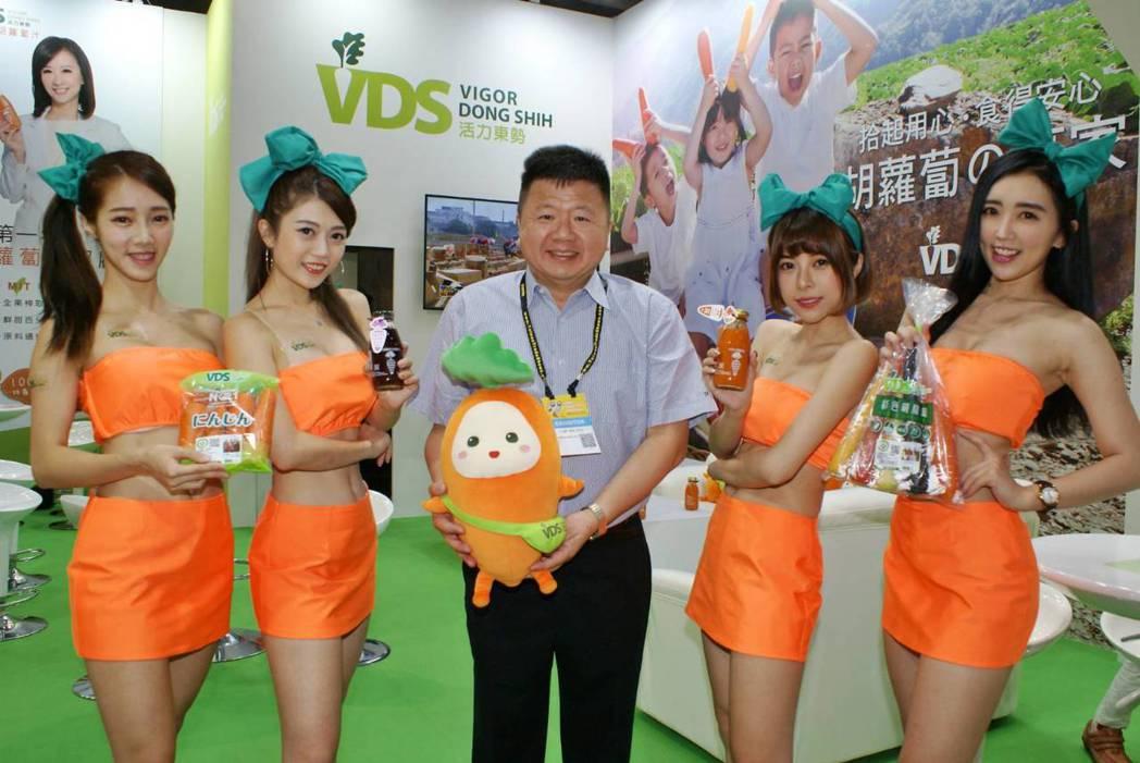 契作產銷是台灣農業發展活路,王文星(中)強調「顧好前端的食材品質,更是活力東勢契...