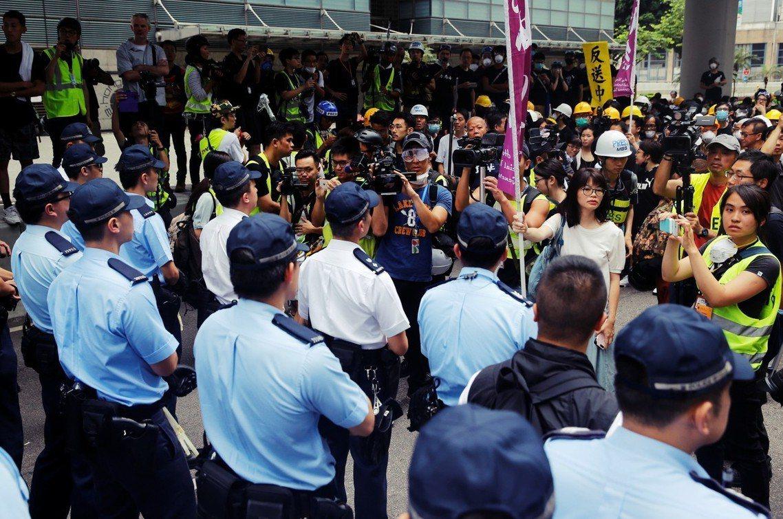 民陣強調,如果港府仍然沒有正面具體的回應,「定會激發更多市民開始罷工、罷課、罷市...