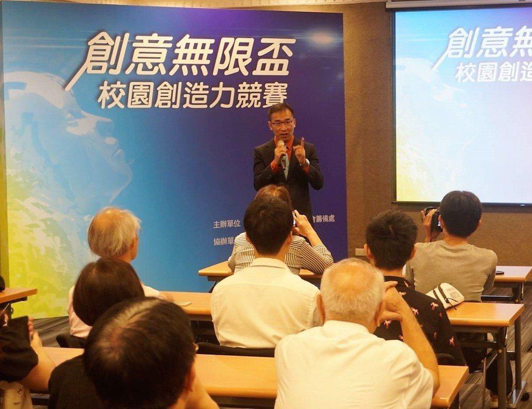 郭錦駩表示,靳嚴博的經驗證明台灣的學生創造力無限,只是缺乏實踐機會,立益文化期將...