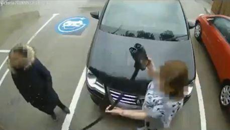 影/把充電樁誤認為打氣機!這輛福斯車主你還好嗎?