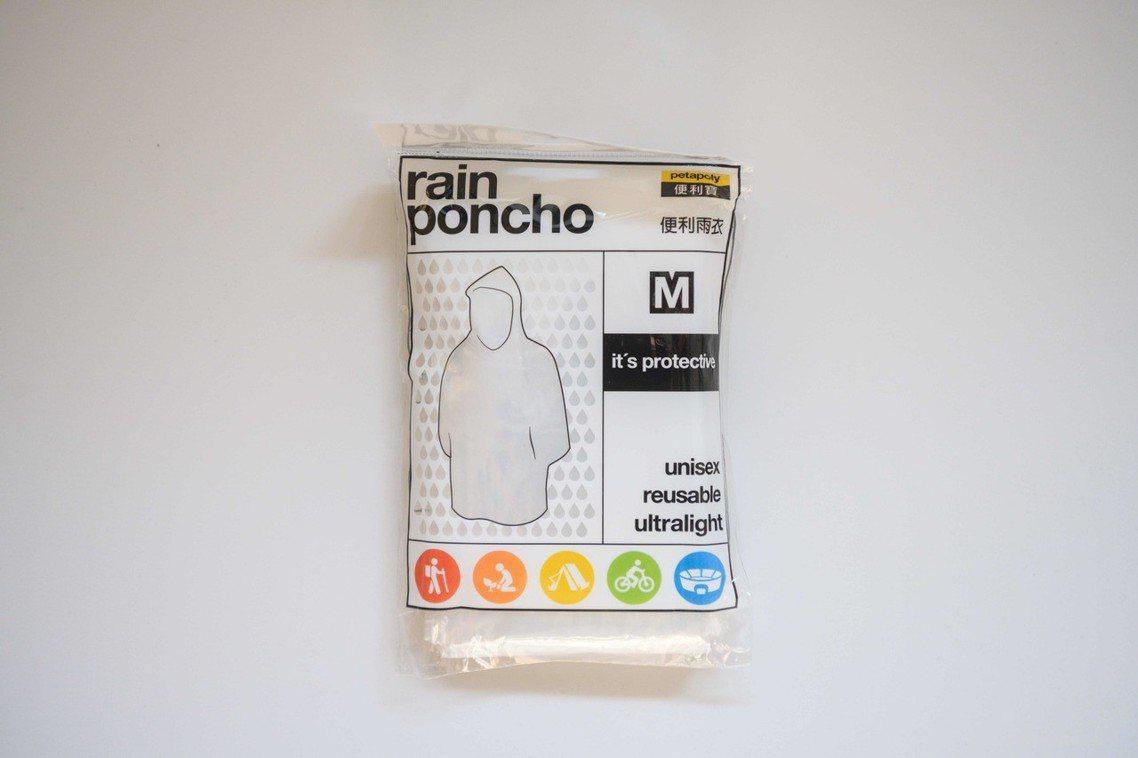 「雨衣」:無論催淚彈或胡椒水,皆會對皮膚遭成傷害(如灼傷、出疹等),在最外層穿著...