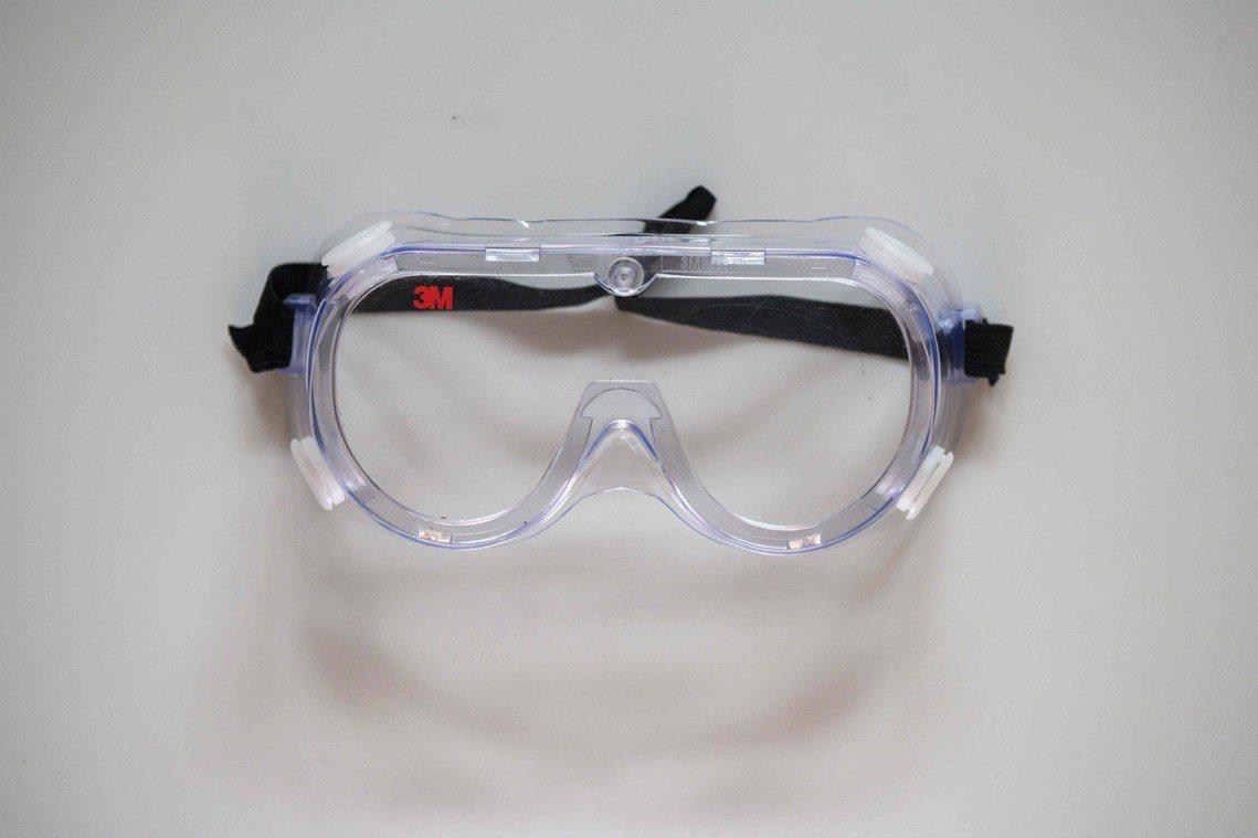 「護目鏡」:在預期警方多採取催淚彈、胡椒水等方式驅離示威者之下,街頭示威者於遊行...