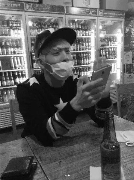 SHINee成員鐘鉉受憂鬱症所苦,他2017年12月18日選擇終結自己的生命,讓人心痛不已。才華洋溢的他曾創作「憂鬱時鐘」,收錄在IU第三張正規專輯中,IU早前在在新加坡開唱開唱時,說道「唱給一個我...
