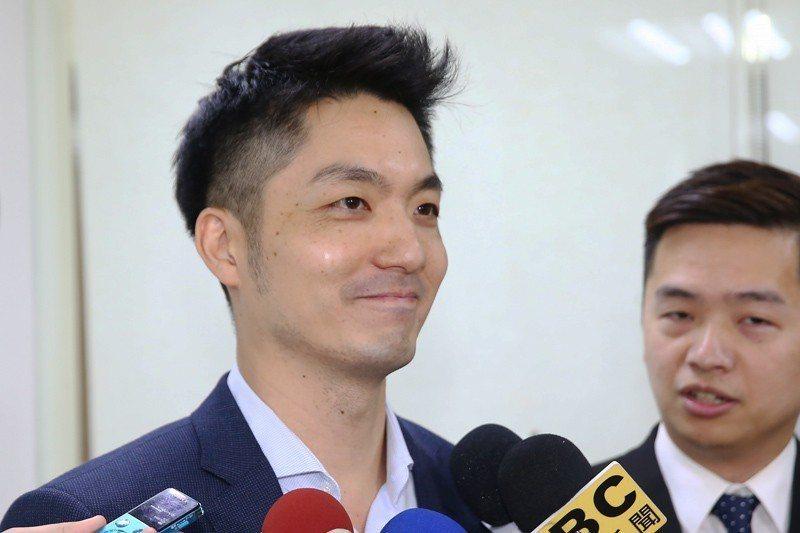 日前國民黨立委蔣萬安忘了關麥克風而脫口「支持韓國瑜的都是比較沒理性的」引發軒然。 圖/聯合報系資料照