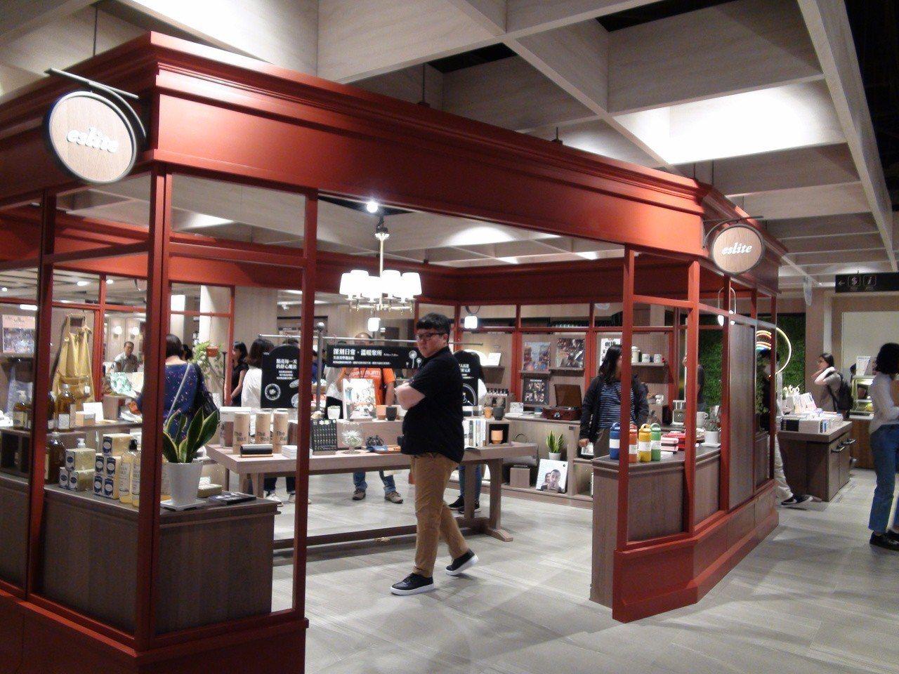 空間設計融入英國經典元素,像是復刻英國街角商鋪。記者謝梅芬/攝影
