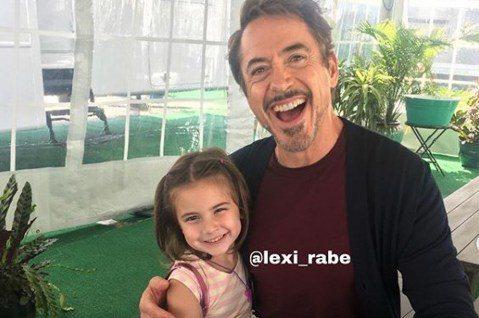 電影「復仇者聯盟:終局之戰」票房仍在熱賣,在片中首度演出電影的女童星Lexi Rabe飾演「鋼鐵人」東尼史塔克的女兒摩根,可愛的形象瞬間擄獲了所有影迷的心,Lexi最近為了恭喜自己的IG追蹤人數突破...