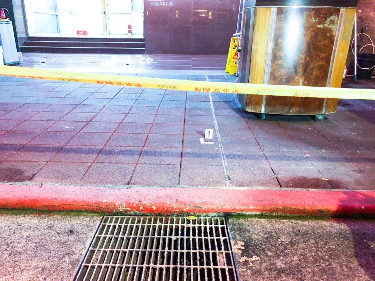 台北市重慶北路一家三溫暖店昨晚發生槍案。記者蔡翼謙/攝影