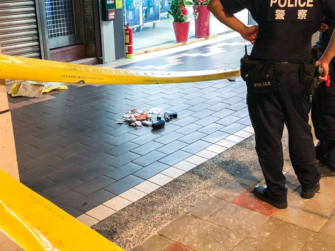 台北市重慶北路一家三溫暖店昨晚發生槍案,警方在現場調查。記者蔡翼謙/攝影