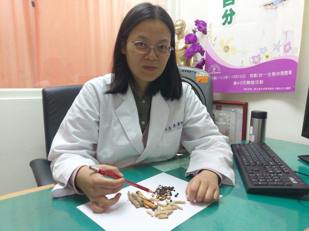 衛福部豐原醫院醫師林秀燕說,家庭主婦虛胖體質,可喝藥茶調理。記者游振昇/攝影