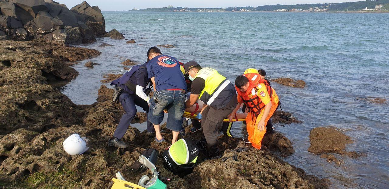 昨天的基隆和北海岸海域很不平靜,一天內有4起溺水,3人獲救,1人不幸喪命。圖/第...