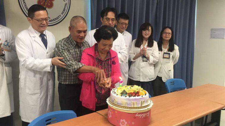 66歲婦女抽血檢驗有異樣,經陽大醫院跨科追蹤竟是同時得了3種癌症,手術治療後已經...