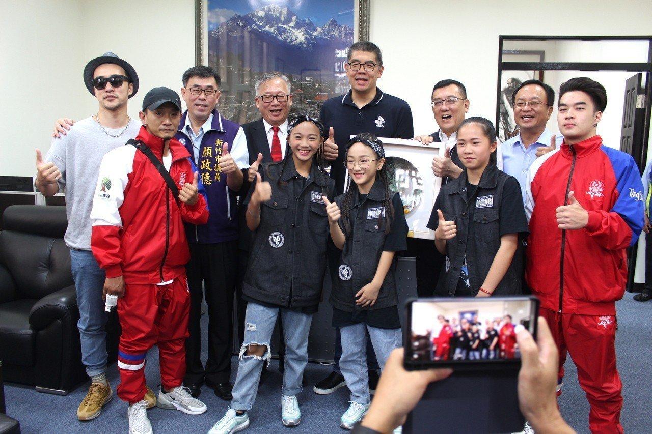 連勝文到訪新竹 讚「台灣街舞實力能拿奧運獎牌」