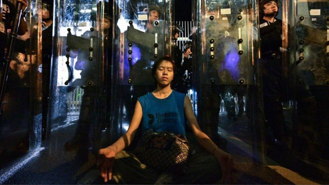 林嘉露靜坐的照片被媒體廣為流傳。法新社