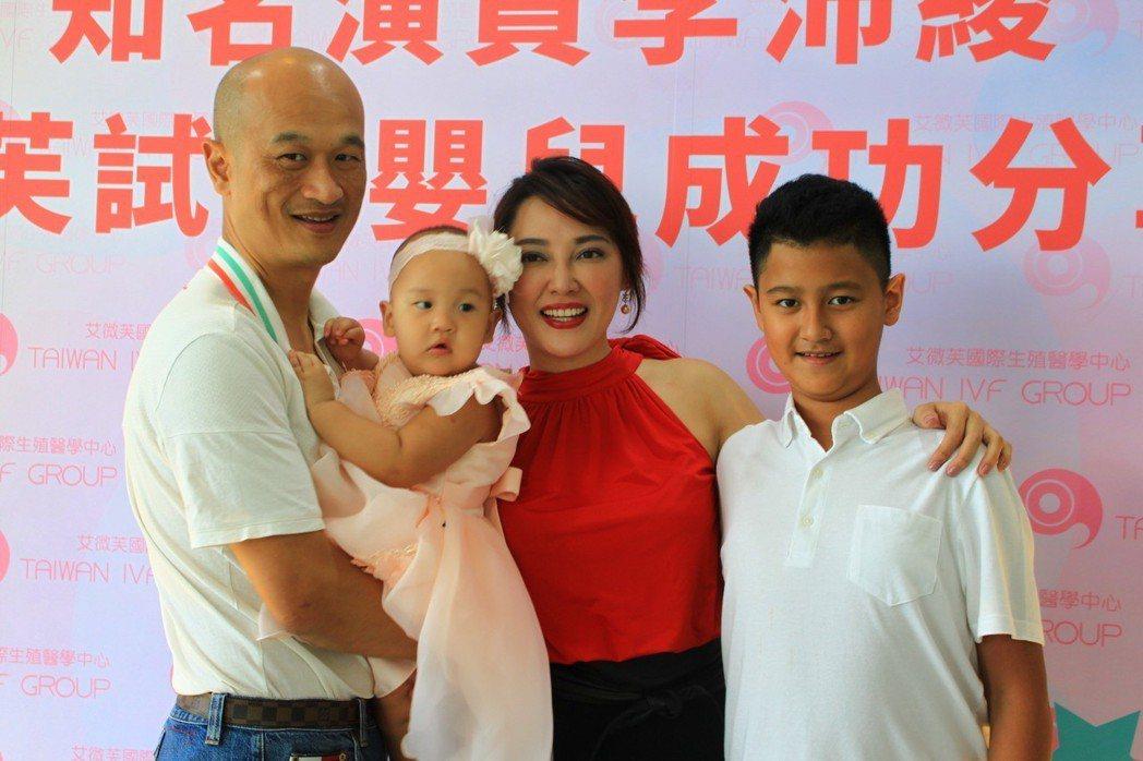 知名演員李沛綾與先生、子女合影,兒子、女兒年紀相差11歲。記者郭政芬/攝影