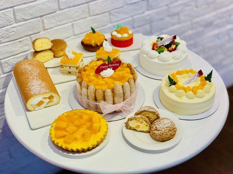 一桌排開的亞尼克芒果系甜點,黃澄澄的色調就是夏天的滋味。記者張芳瑜/攝影
