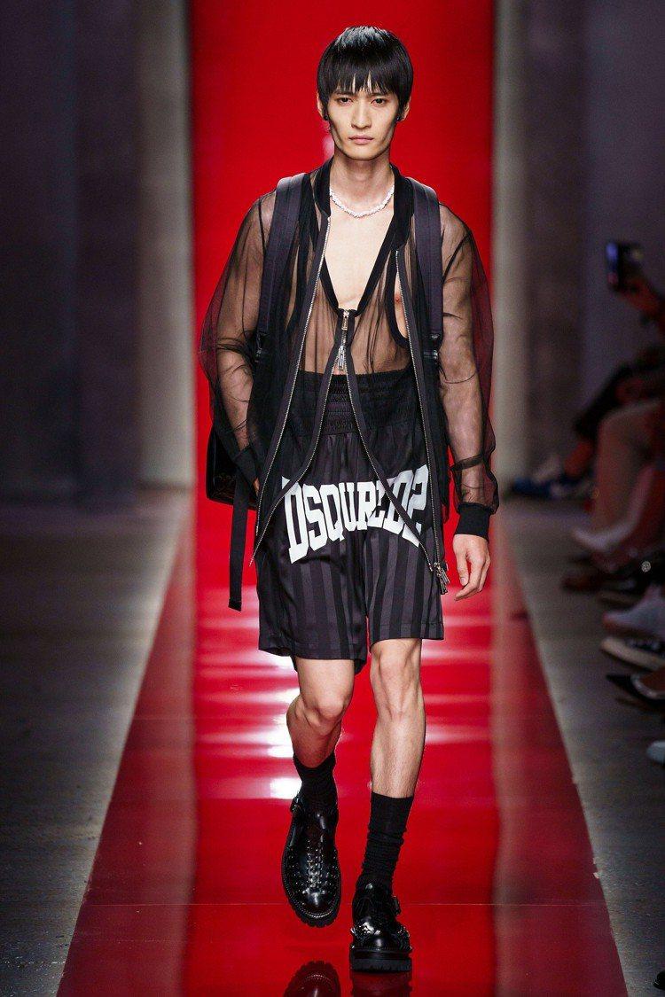 薄紗與絲綢、蕾絲材質單品配上牛仔褲,也呈現出古代貴氣融合現代摩登率性造型的趣味。...