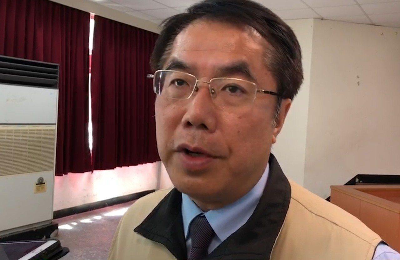台南市長黃偉哲對於妹妹黃智賢的立場與他不同相當無奈。記者修瑞瑩/攝影