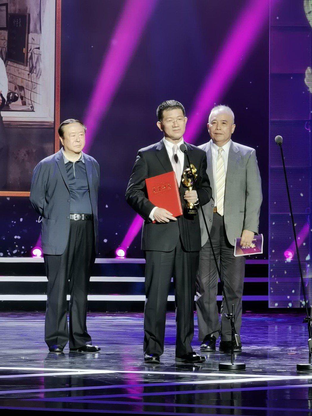 「幸福一家人」獲第11屆海峽論壇海峽影視季最受兩岸歡迎的合作電視劇,由恩喬依影視...