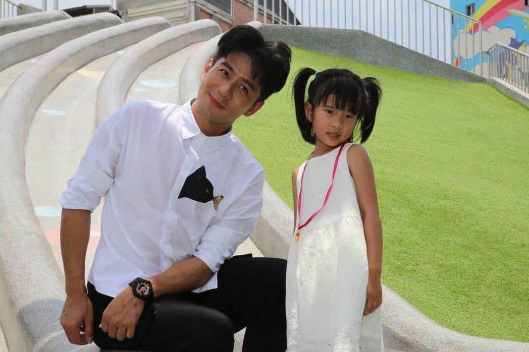 藝人郭彥均受到「保庇新北市」封面邀請,帶著全家大小到汐止白雲公園體驗,孩子都玩得