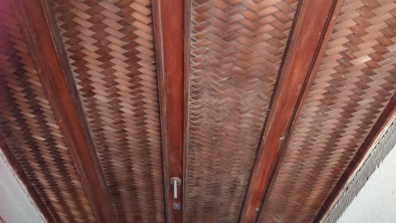 逍遙園內的「網代天井(木編織天花板)」,目前僅見於日本高級住宅及茶室,少有匠師能...