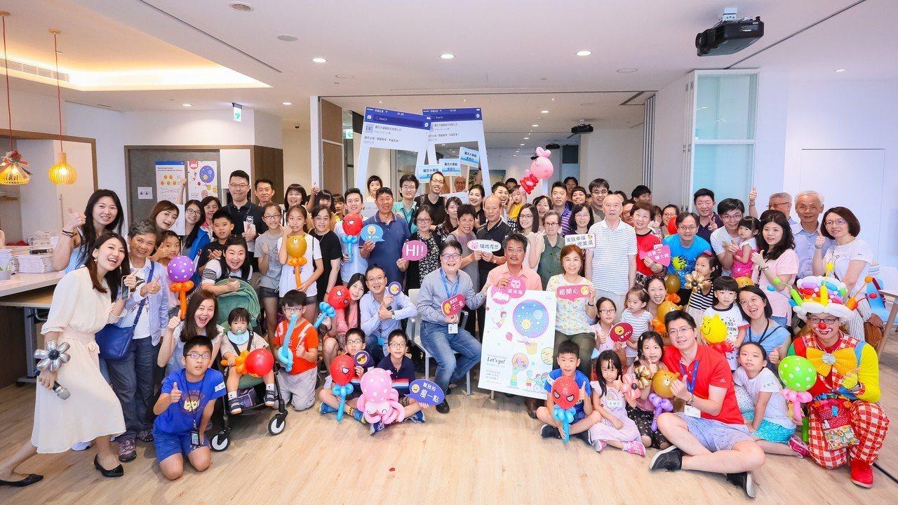 羅氏藥廠連續第十六年為全球及台灣弱勢兒童健走募款,今年員工共捐出71萬元。圖/羅...