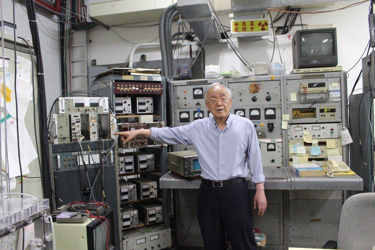 清華大學教授楊銀圳埋首研究核子物理已60年,發現低能量核融合不但能發電,還不會產...