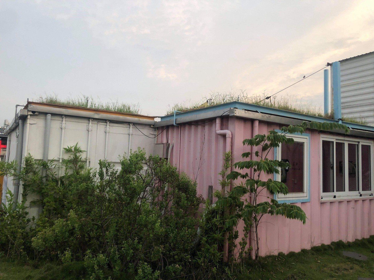 屏東青創基地曾是打卡第一名的景點,如今卻傳出有漏水、地板毀損等問題。圖/陳揚提供