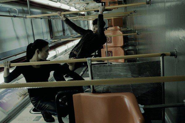 香港輕軌上演生死激戰 女星撞出瘀傷