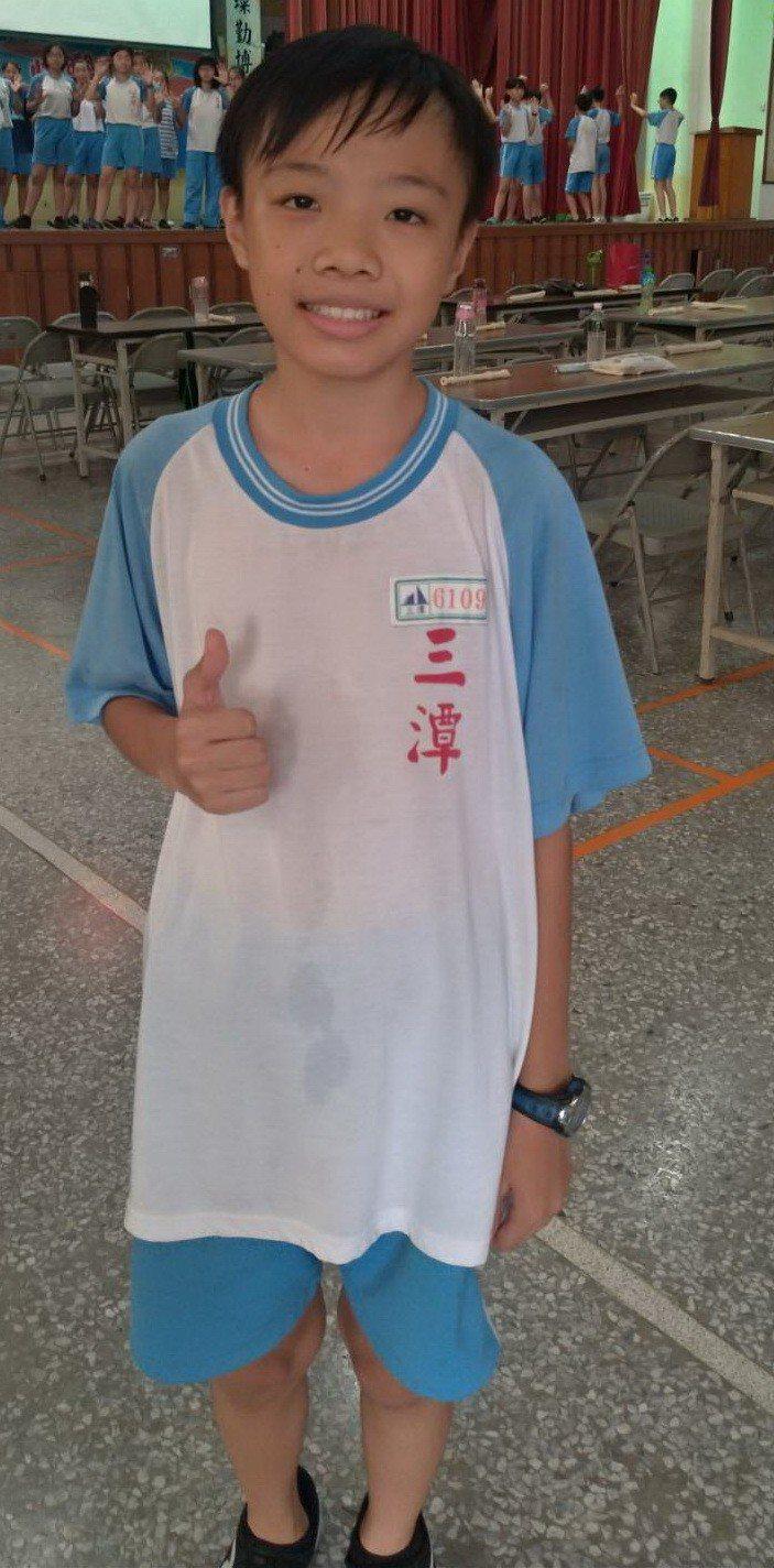 三潭國小六年級學生蕭永承個子小,體能好,以24分31秒勇奪第一名。照片/校長蕭明...