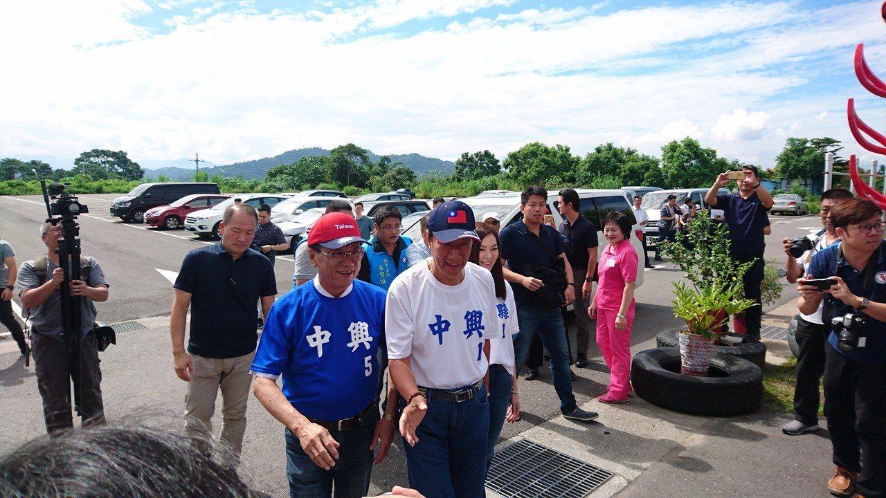 林明溱認為郭台銘的競選條件不錯,可以把台灣的經濟帶起來,最好能夠恢復過去四小龍的...