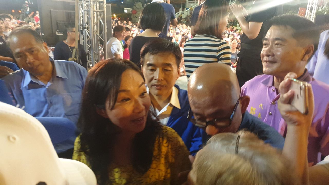 高雄市長韓國瑜受訪完後離開不久,李佳芬以神秘嘉賓身分現身。記者邱奕能/攝影