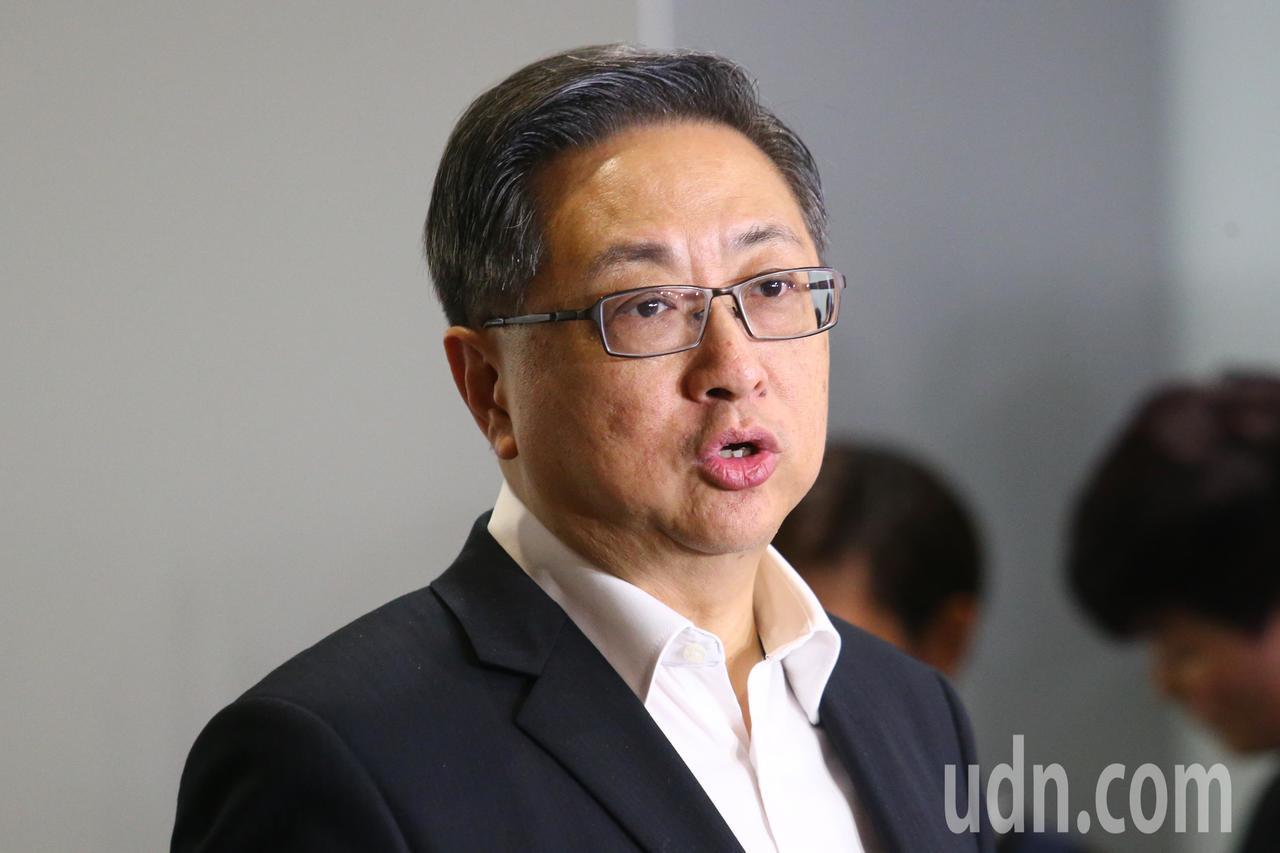 香港警務處處長盧偉聰晚上舉行記者會,進一步解釋暴動說,他指出是形容在場某一些人以...