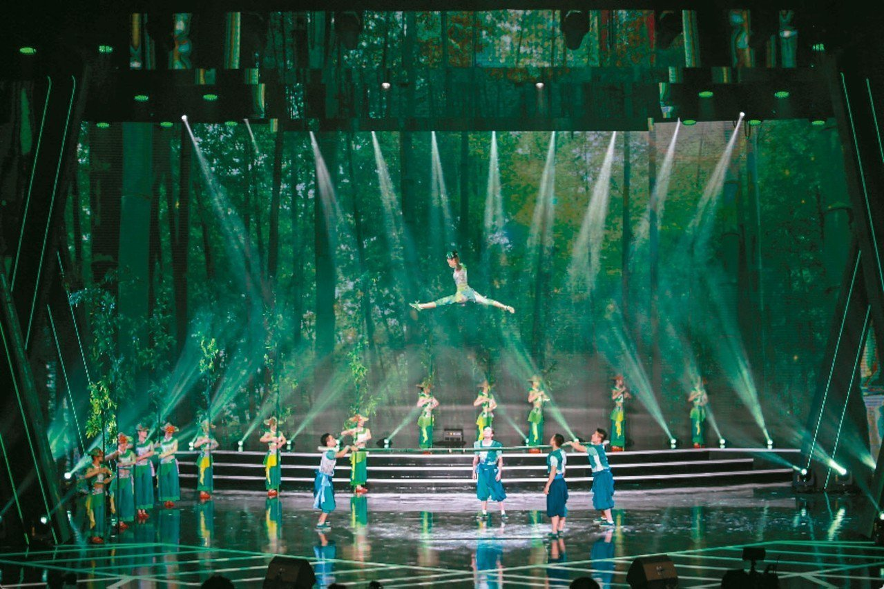 第十一屆海峽影視季頒獎晚會在廈門舉行,海峽影視季以「弘揚中華優秀文化、促進兩岸影...