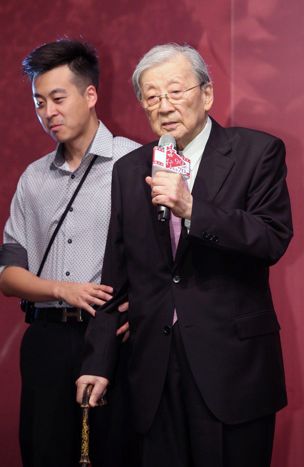 資深導演李行(右)下個月要迎接90歲的生日,國家電影中心提前幫他慶生。記者徐兆玄...