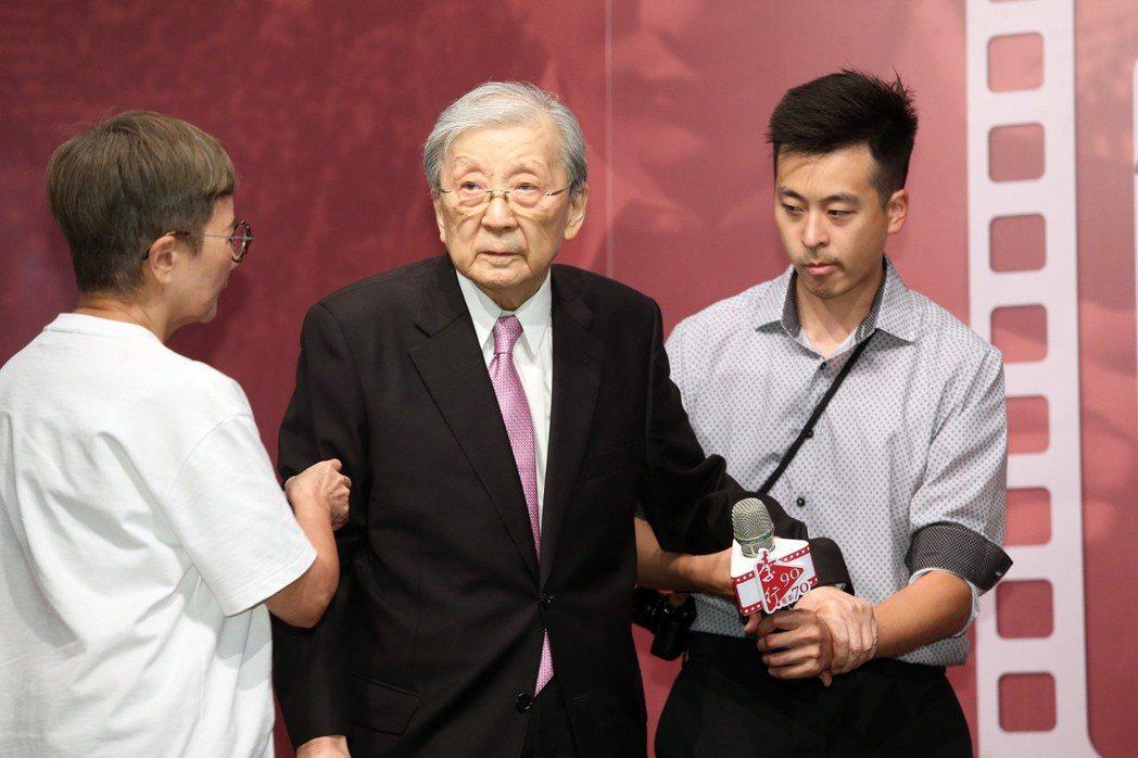 資深導演李行(中)下個月要迎接90歲的生日,國家電影中心提前幫他慶生。記者徐兆玄...
