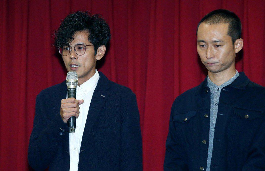 「浩角翔起」合體在公司時代創藝主導下合體,出面開記者會,阿翔(左)在浩子陪同下,...