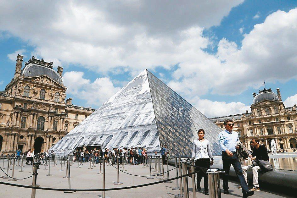 「過度旅遊」問題備受關注,今年5月底法國羅浮宮員工因受不了旅客過多而罷工,關閉一...