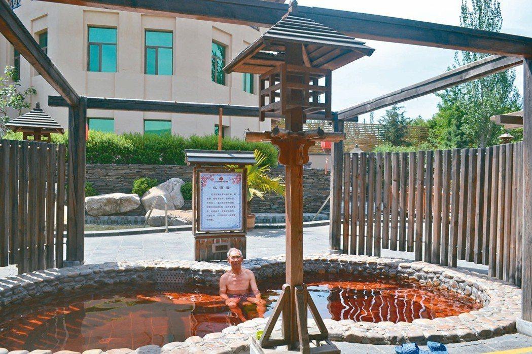 湯河溫泉,男士們喜歡紅酒浴。 特派員王玉燕/攝影