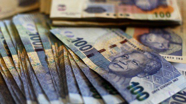 南非幣。 路透社